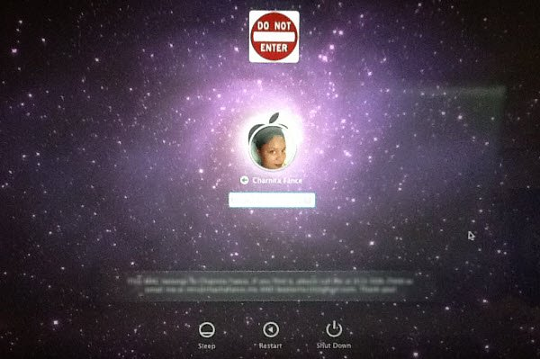 Loginox in action: A new background image and logo for the Mac OS X Login screen.