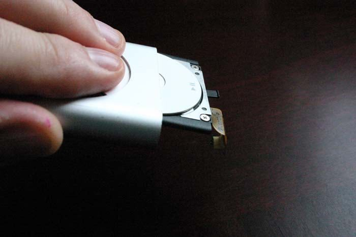 ipod-refurb-slide-clickwheel-out
