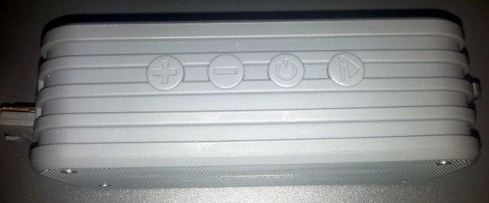 plusinno-bluetooth-speaker-buttons