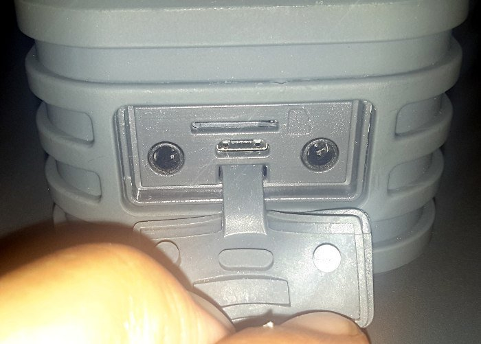 plusinno-bluetooth-speaker-ports-slot