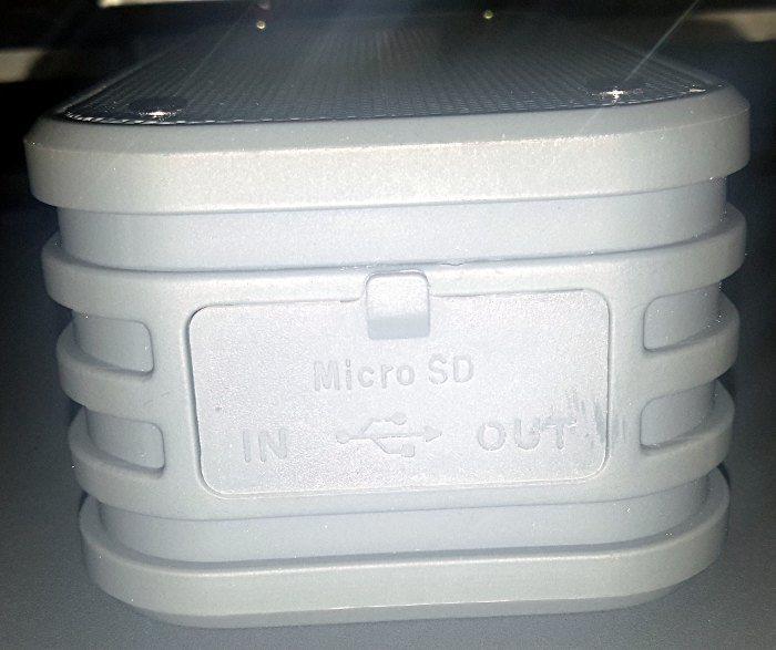 plusinno-bluetooth-speaker-silicone-flap