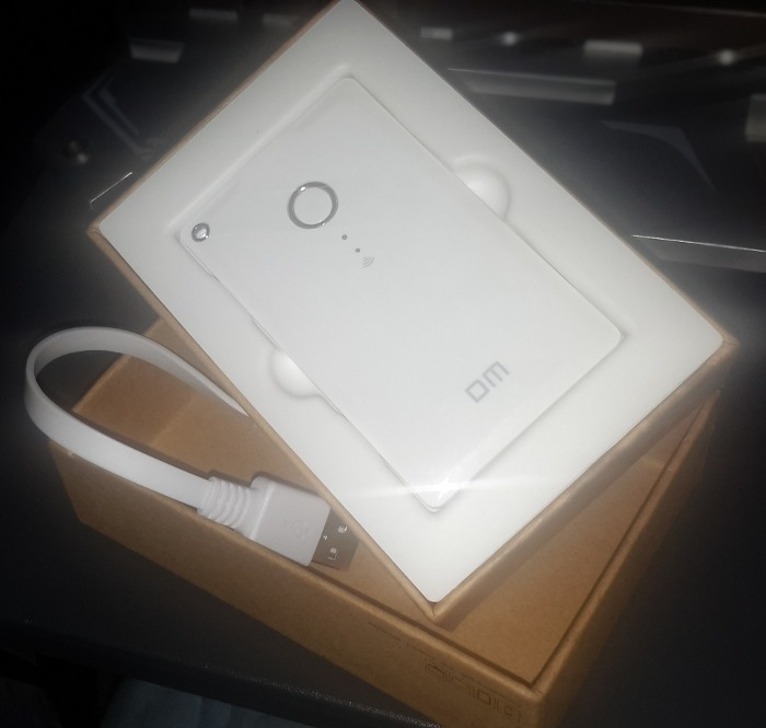 dm-u-disk-box-contents