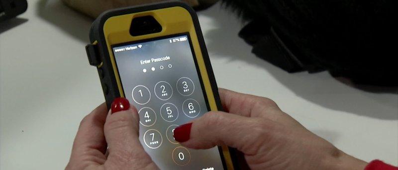 iphone-entering-passcode