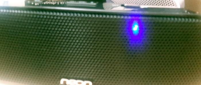 neon-bluetooth-speaker-led-indicator