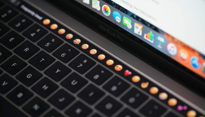 macbook-touchbar-emojis