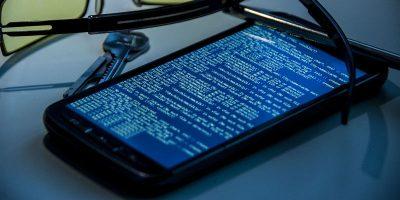 "Avoiding ""Juice Jacking"" Attacks on Your Phone"