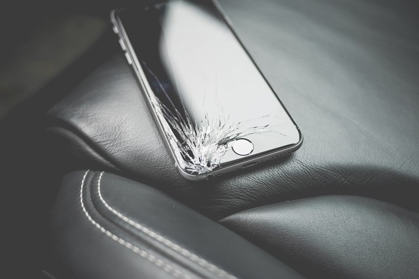 recycle-apple-devices-cracked-iphone