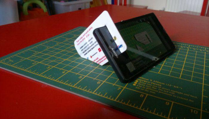 diy-phone-stand-card-kickstand