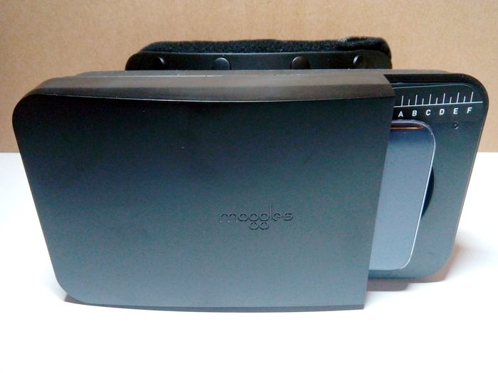 moggles-phone-inserted