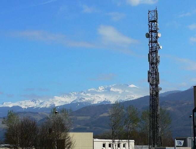 news-trump-5g-tower