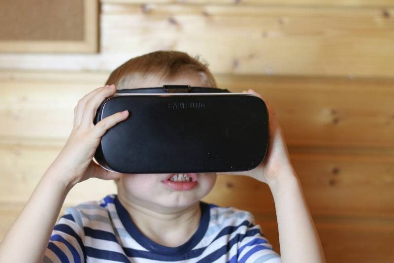 virtual-reality-headset-uses-bedtime-stories