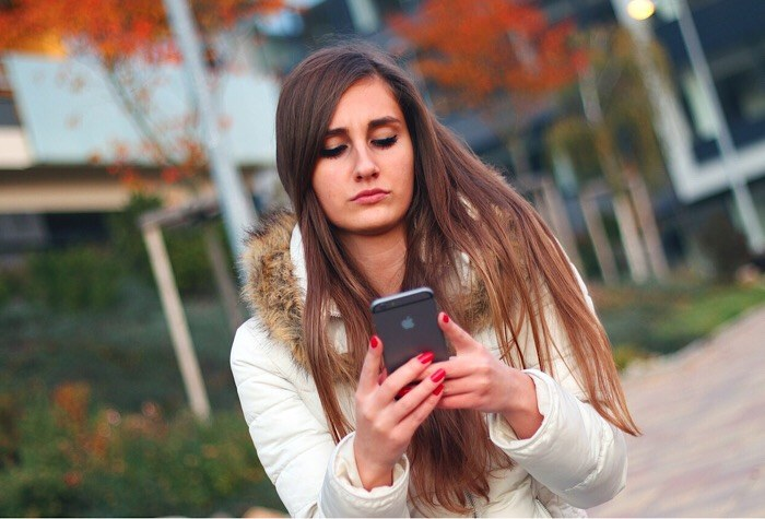 news-cell-phone-radiation-woman