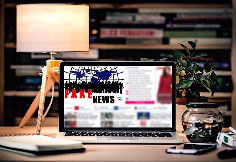 news-fake-news-ai-lamp
