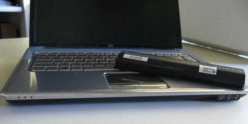 what does plugged in not charging mean with laptop batteries
