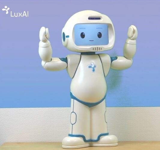 news-robot-autistic-children-full-body