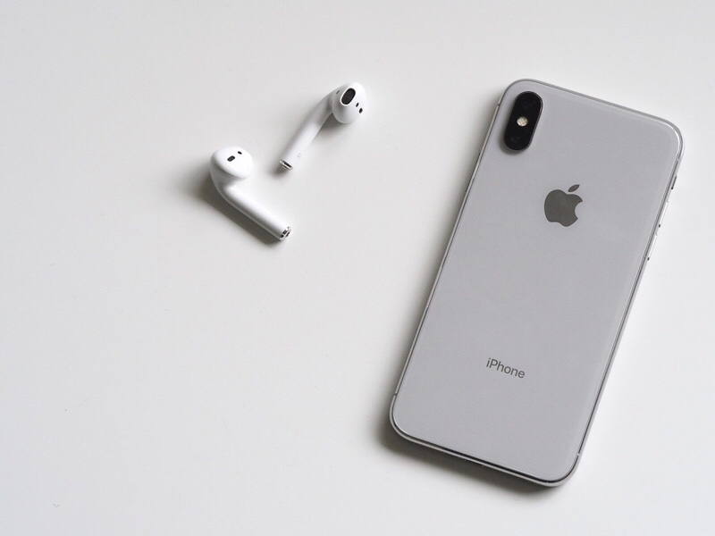 news-airpods-spying-iphones