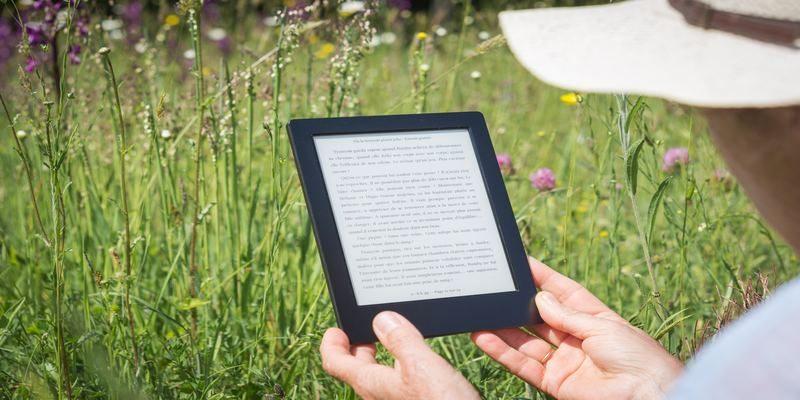Kindle vs Kobo: Which E-reader is the Best? - Make Tech Easier