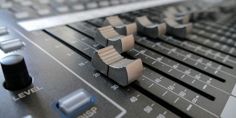 Featured Audio Extraction from Video