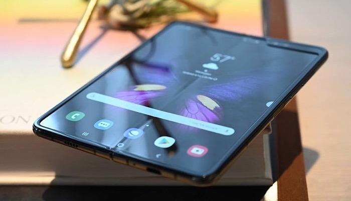 News Samsung Galaxy Fold Delay Phone