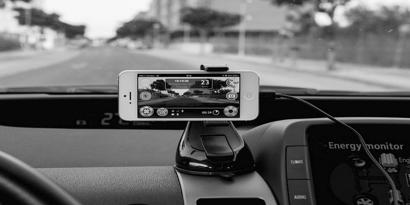 How to Turn Your Old Android Phone into a Dash Cam