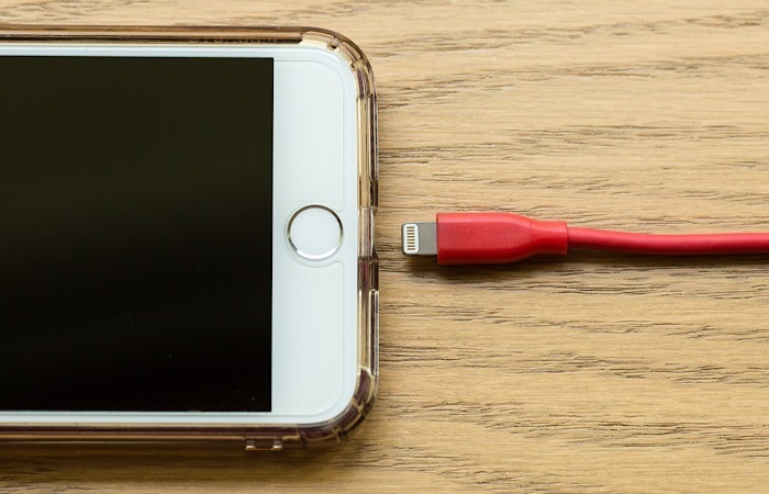 News Apple Exaggerates Battery Life Lightning