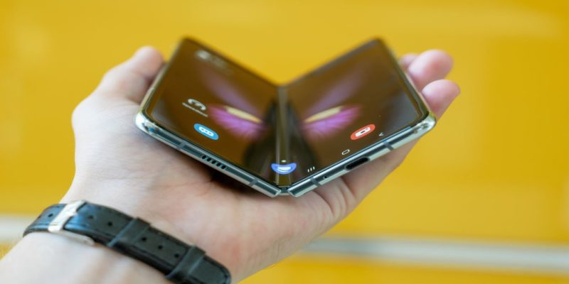 Foldable Phones Uses Featured
