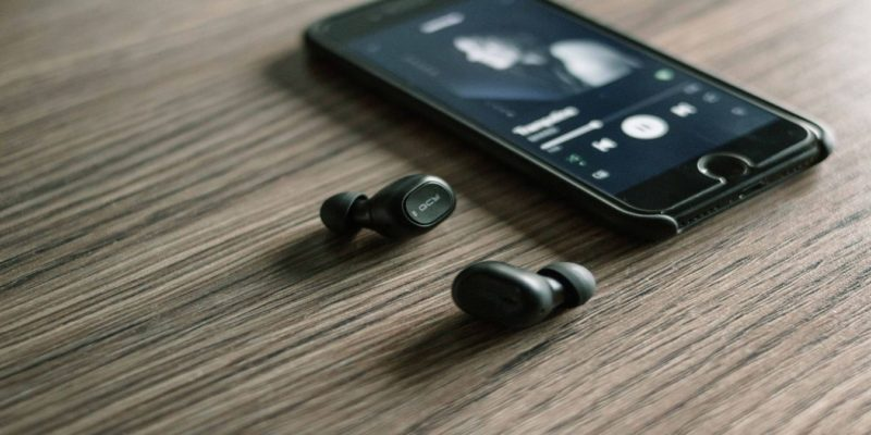 Cheap Wireless Earbuds Featured