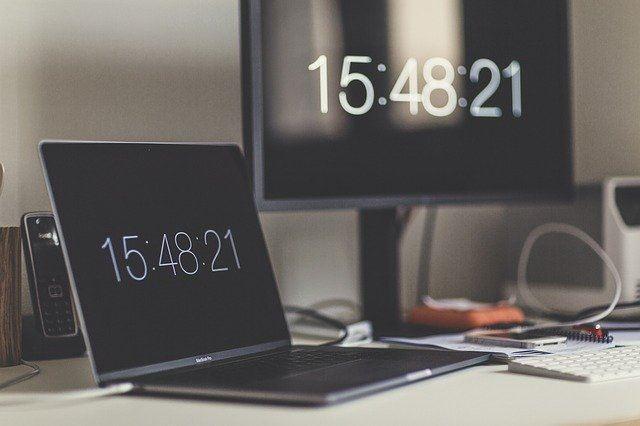 ساعة وقت الكمبيوتر