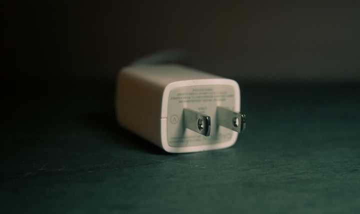 चार्जिंग एडॉप्टर