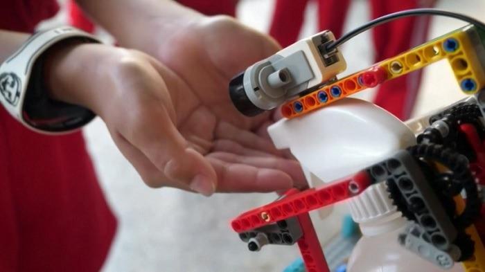 تطهير الروبوتات المطهر اليدين