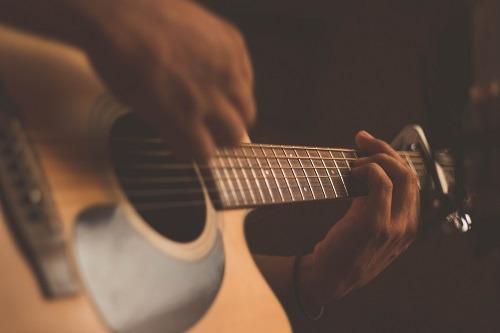 कौशल आप अमेज़न एलेक्सा गिटार से सीख सकते हैं