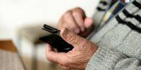 6 Best Smartphones for Seniors in 2021