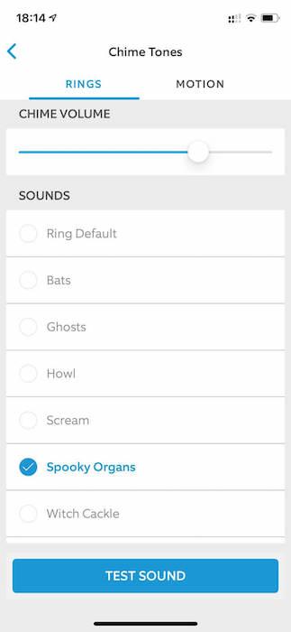 रिंग में डरावना चीम ध्वनि प्रभाव होता है, जिसमें चीखें, चीखें और भयानक हँसी शामिल हैं।