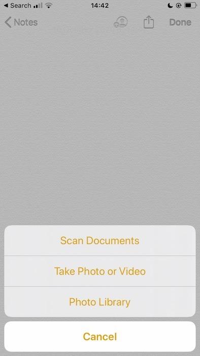 مسح مستند ضوئيًا باستخدام تطبيق Apple Notes.