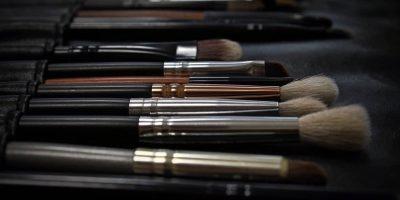 A set of makeup brushes.