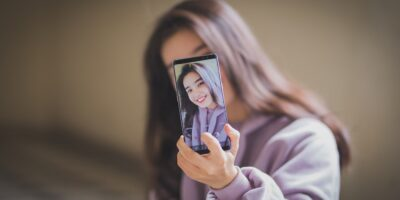 Take Selfies With Rear Facing Camera Android Featured